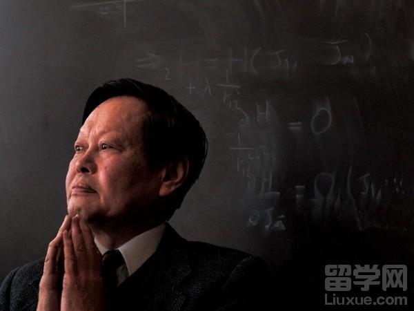 杨振宁放弃美国国籍,他就读的芝加哥大学究竟有多牛?