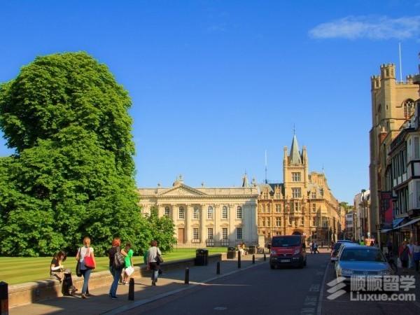 去英国留学中介多少钱?