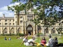 去英国读研究生传媒系一年需要多少钱?